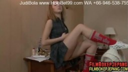 beautiful-teen-princess-plays-with-herself-in-private-HD.mp4