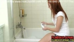 nubiles_caroline_crimson_1v_bubble-bath1920_full.mp4